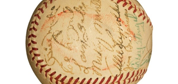 1952 New York Yankees Team Signed Baseball with Joe DiMaggio & Marilyn Monroe, Kissed by Marilyn!