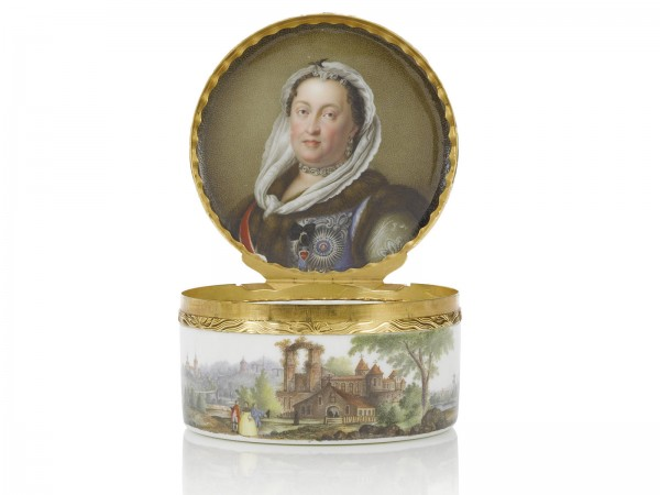 A fine gold-mounted Meissen royal portrait snuff box