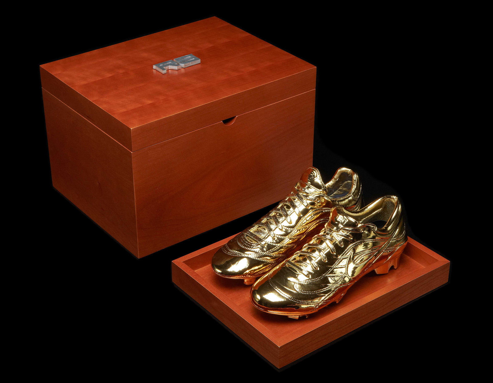 Nike's Gold Mercurial Soccer Boots In Honor To Ronaldo