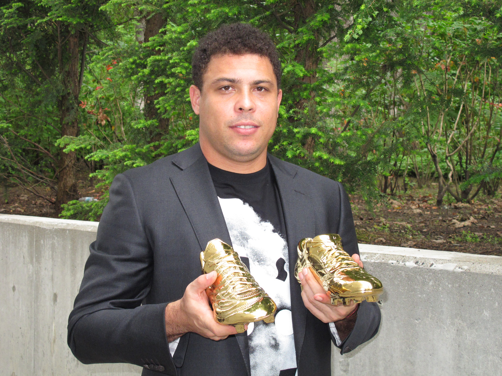 Nike   S Gold Mercurial Soccer Boots In Honor To Ronaldo