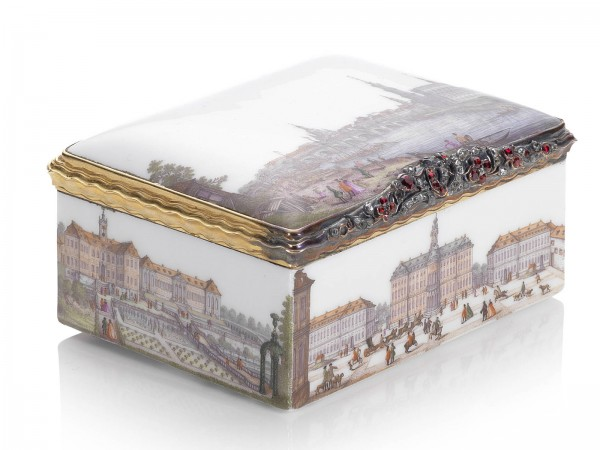 A magnificent gold-mounted Meissen Royal snuff-box