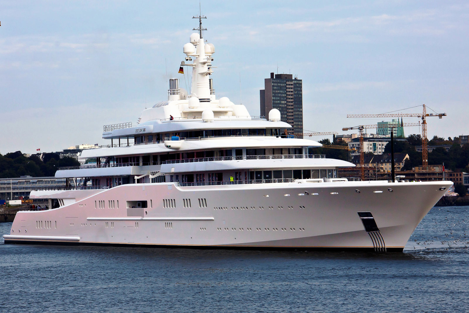 Superyacht abramovich  Abramovich's Eclipse Yacht Available for Charter at $2 Million ...