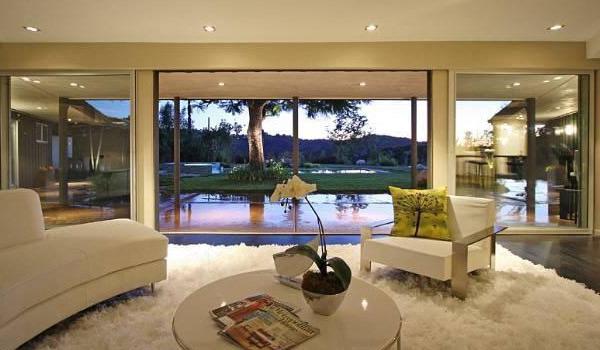 Nem Miley Cyrus California Mansion