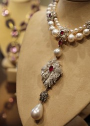 Elizabeth Taylor's La Peregrina is an early 16th century pearl, ruby and diamond necklace by Cartier