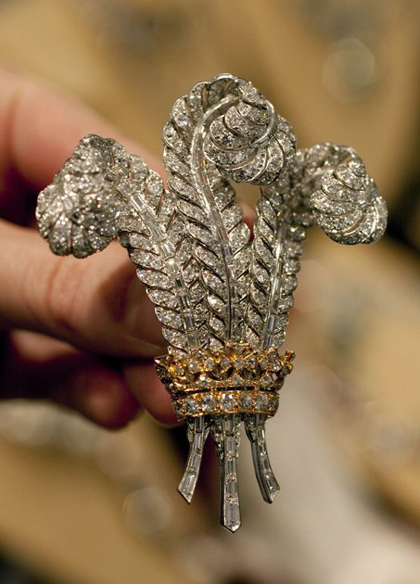 Elizabeth Taylor's Jewellry go Under the Hammer at Christie's