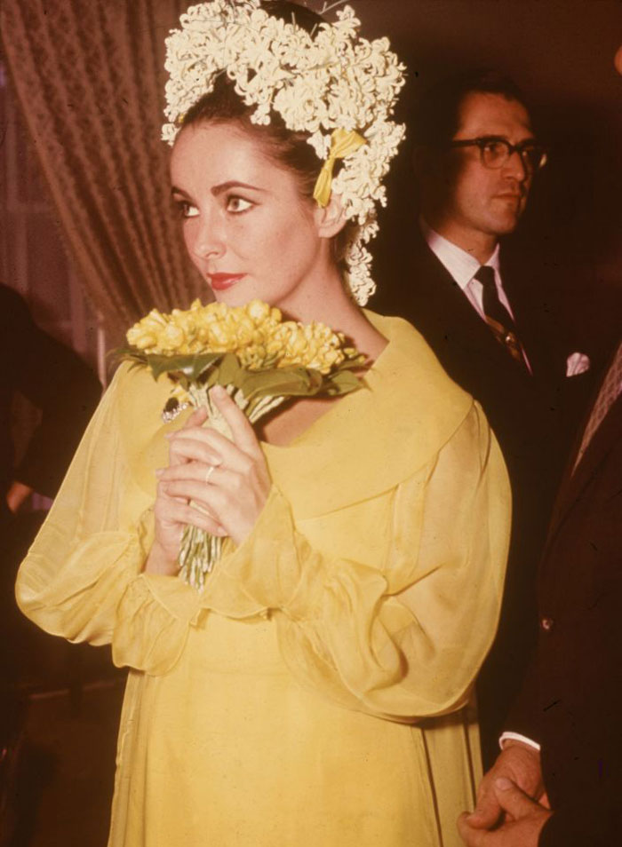The collection of elizabeth taylor 39 s designer clothes to for Elizabeth taylor wedding dress