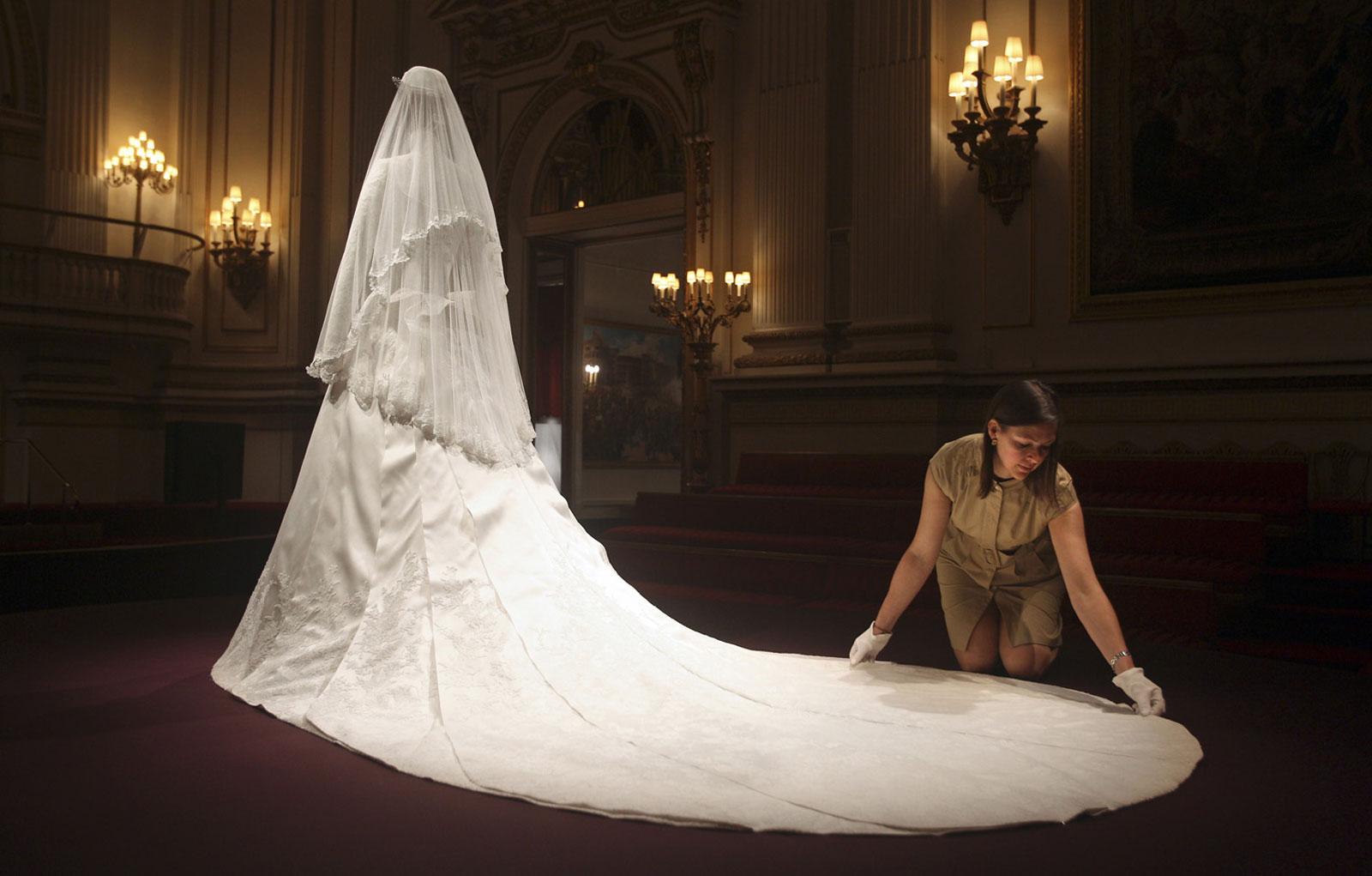 Kate Middleton s Wedding Dress Raises $15 Million In