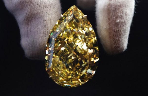 110 Carat Cora Sun-Drop – The World's Largest Yellow Pear-Shaped Diamond