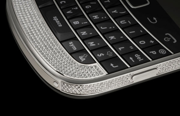 BlackBerry Bold Full Swarovski 9900 by Amosu Couture