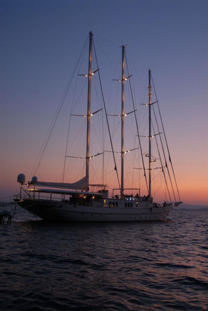 Luxury Yacht Engine Room: Luxury Yacht On Sale For $22 Million