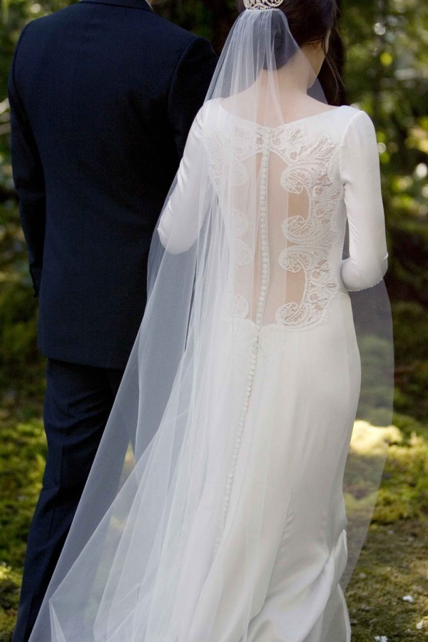 twighlight wedding: Bella Swan's Twilight Wedding Dress Replica Hits Stores