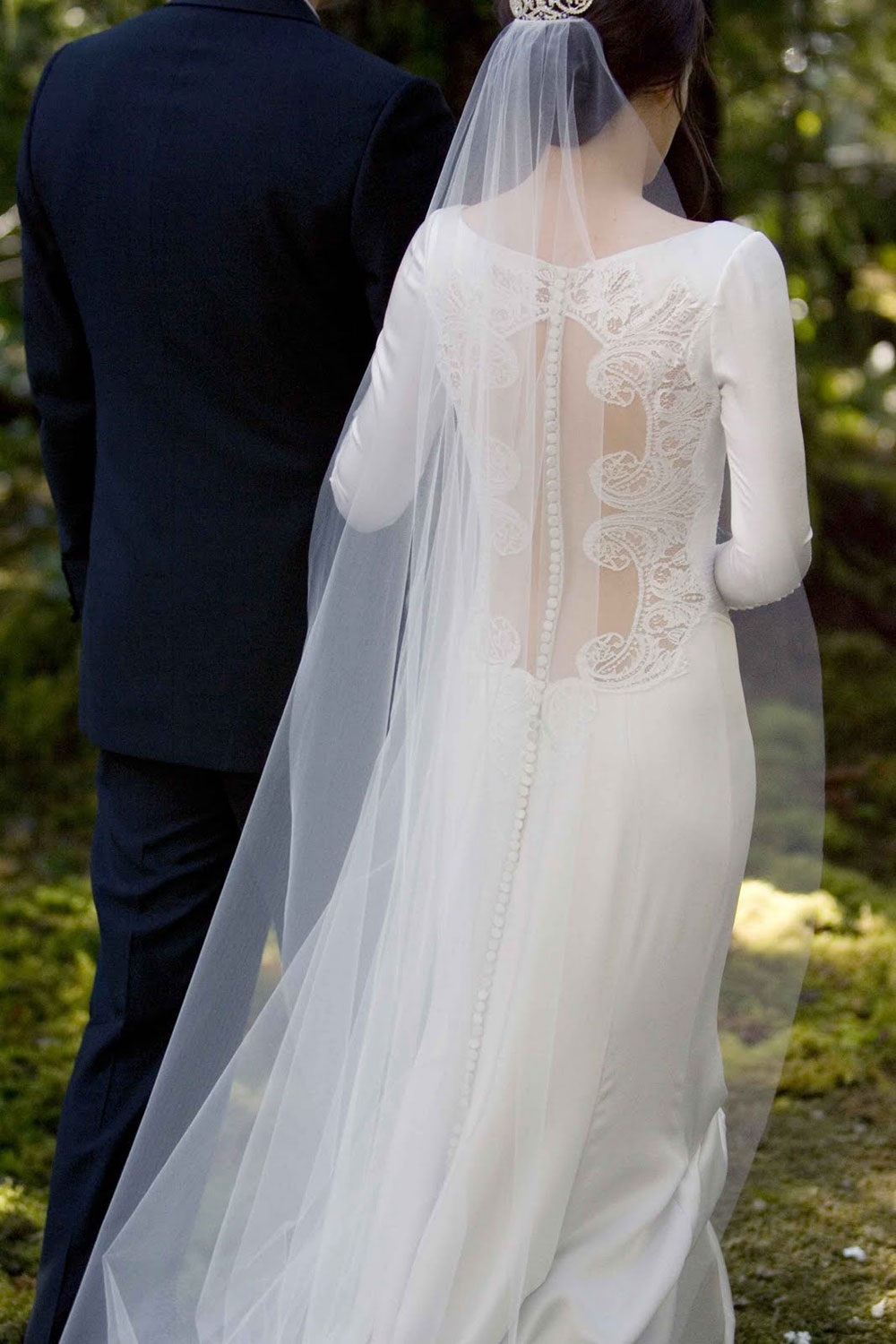 Bella Swan's Twilight Wedding Dress Replica Hits Stores ...