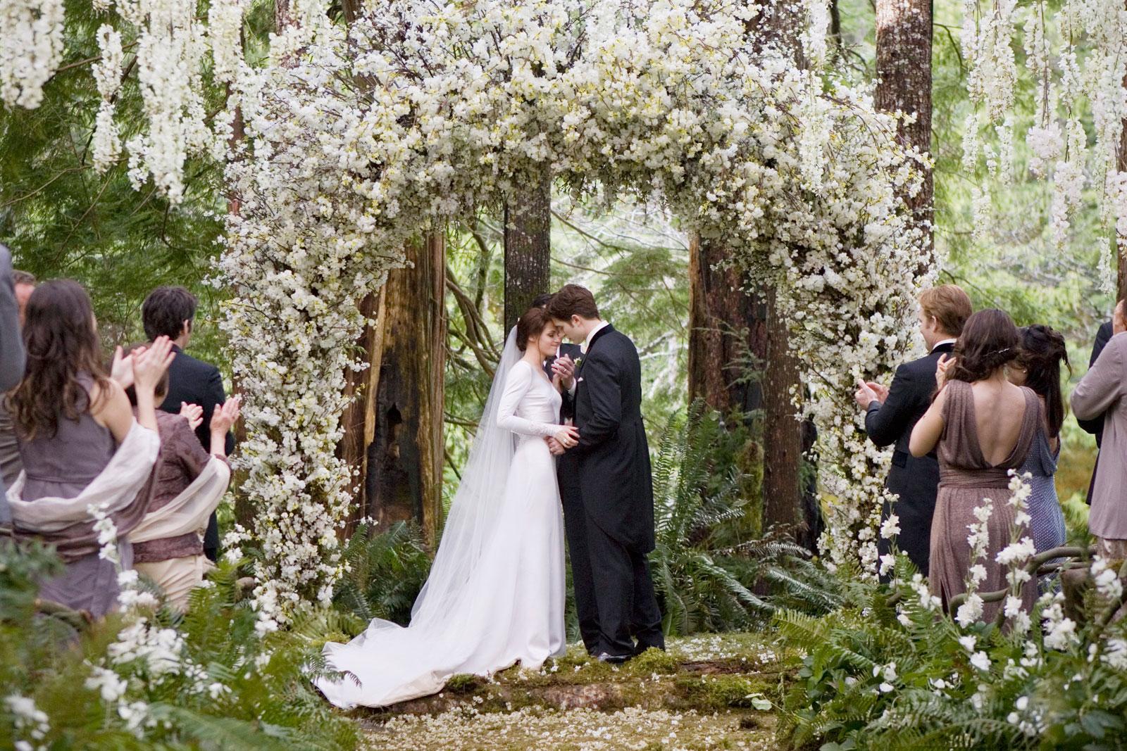 Bella Swans Twilight Wedding Dress Replica Hits Stores