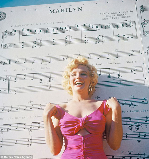 1952, Marilyn Monore 3-D negatives, sold with photographer's copyright