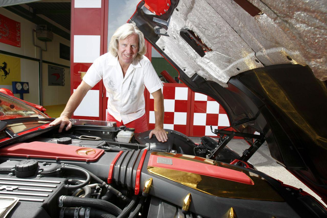 http://www.extravaganzi.com/wp-content/uploads/2011/12/Mercedes-SLR-McLaren-999-Red-Gold-Dream-10.jpg