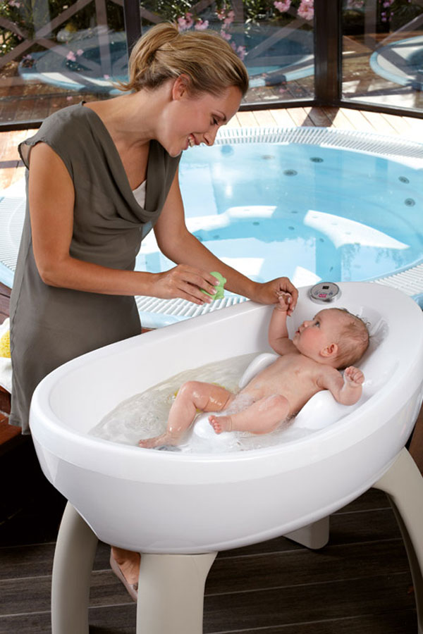 Onda Luxy Bubbles Baby Bath Surrounds Your Newborn with Bubbles ...