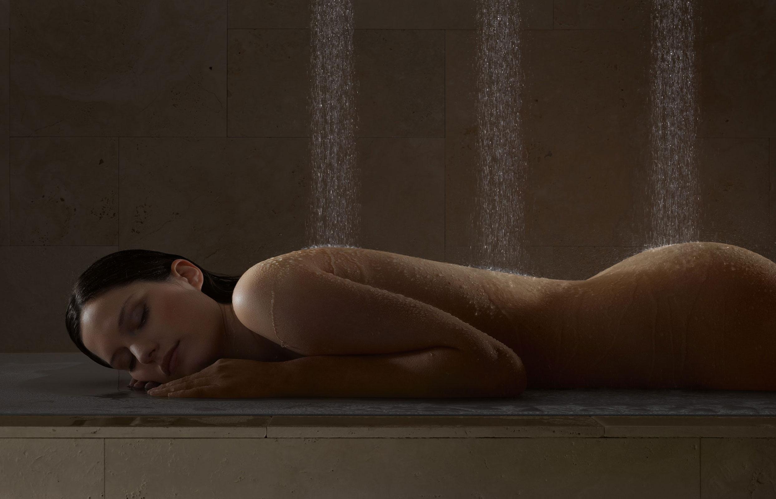 Тетя в душе голая