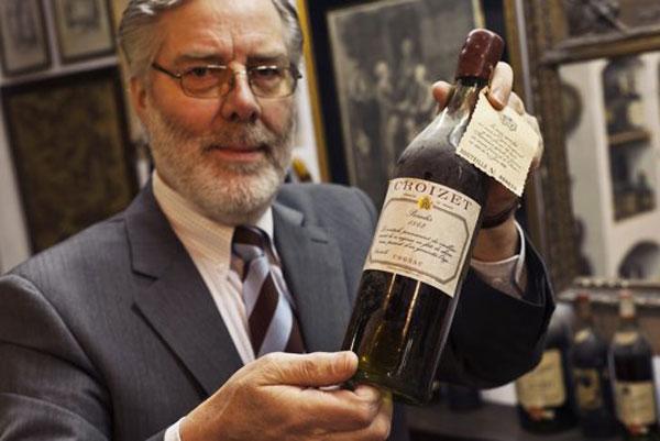Bay van der Bunt of the Netherlands shows the cognac of Croizet 1842
