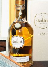 $94,000 Glenfiddich Janet Sheed Roberts Reserve Whisky set World Record