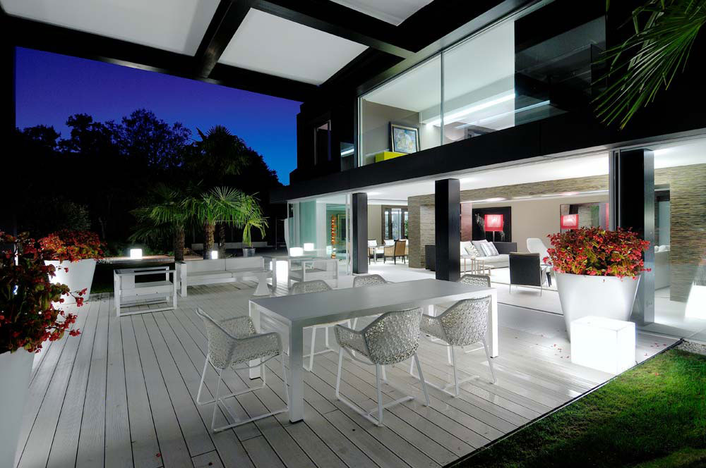 Cutting Edge Technology And Architecture Highlight Luxury