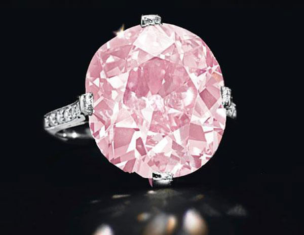 A belle epoque cushion-cut vivid purplish pink 9-carat diamond ring by Dreicer & Co