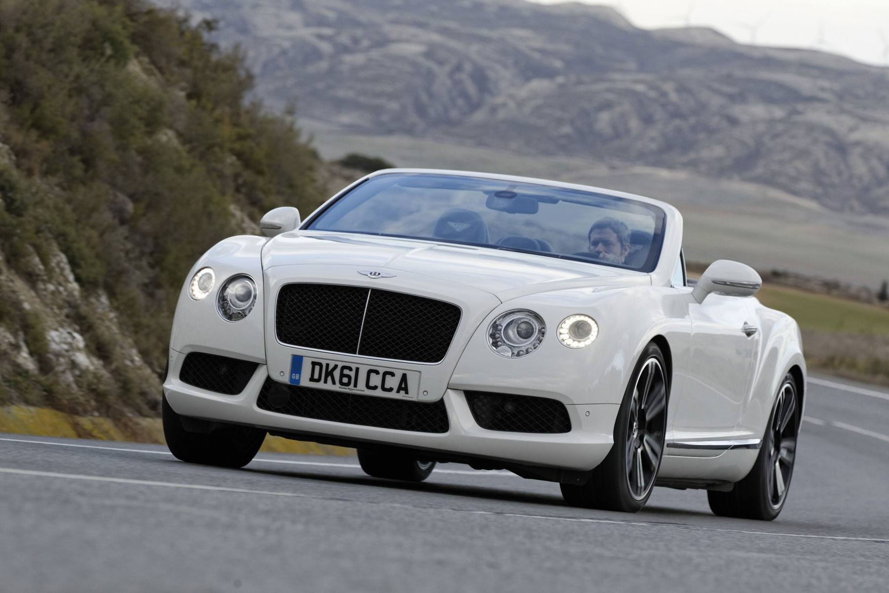 New Bentley Continental Gtc V8 Makes North American Debut