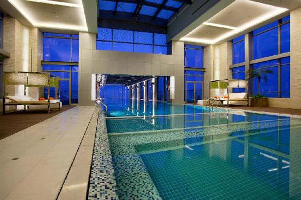 Swimming Pool in Holiday Inn Shanghai Pudong Kangqiao