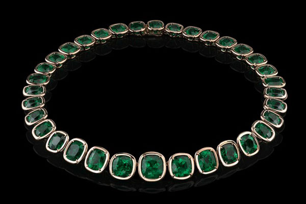 Angelina-Jolie-Exceptional-Emerald-Necklace