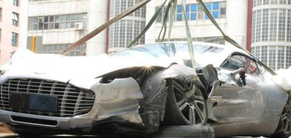 Aston Martin One-77 crashes in China