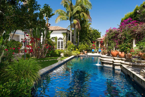 Versace 39 s miami beach mansion on sale for 125 million for Beverly hills celebrity homes map