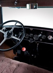 1928-Cadillac-V-8-Al-Capone-Town-Sedan-3