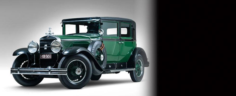 1928-Cadillac-V-8-Al-Capone-Town-Sedan