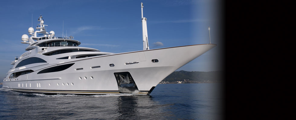 Diamonds Are Forever &#8211; Luxury Bond-themed Charter Yacht