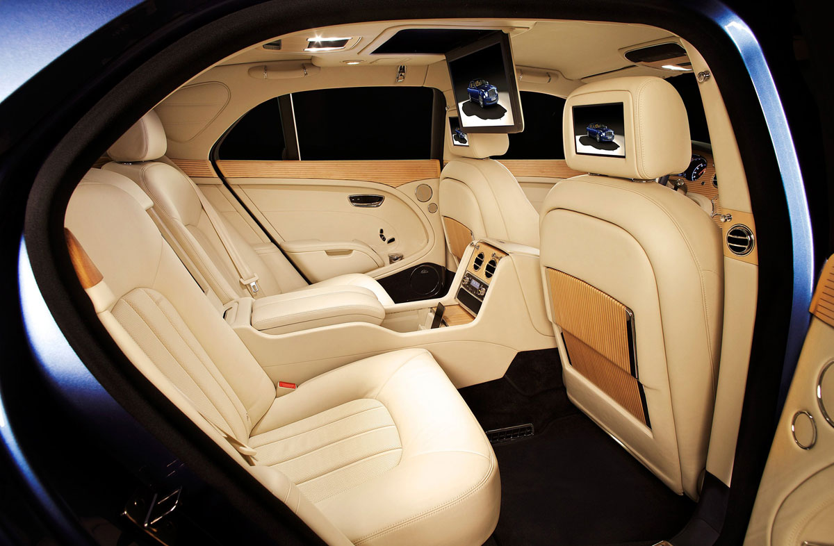 three premieres for bentley at moscow auto show extravaganzi. Black Bedroom Furniture Sets. Home Design Ideas