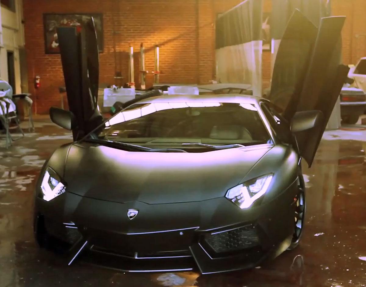 Kim-Kardashian-Gifts-Kanye-West-a-Matte-black-Lamborghini-Aventador-1