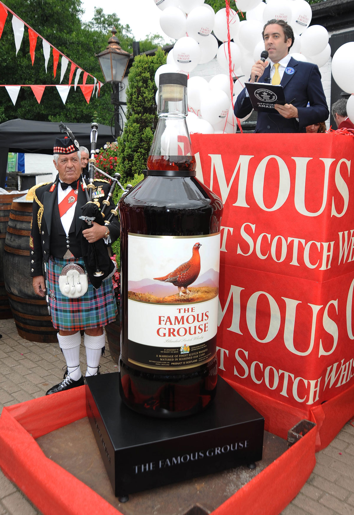 The Famous Grouse – World's Largest Bottle of Whisky