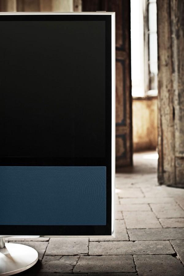 bang olufsen first smart tv beovision 11 extravaganzi. Black Bedroom Furniture Sets. Home Design Ideas
