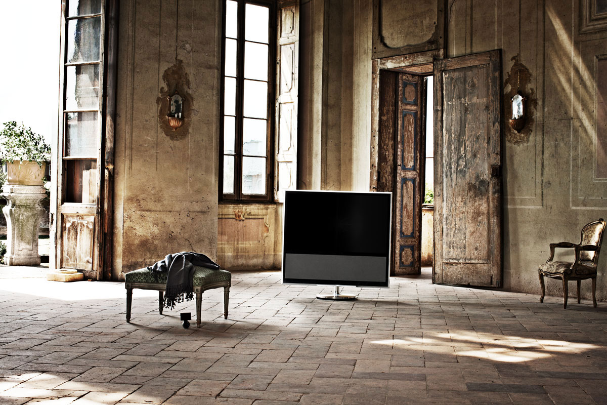 bang olufsen first smart tv beovision 11 extravaganzi. Black Bedroom Furniture Sets. Home Design Ideas