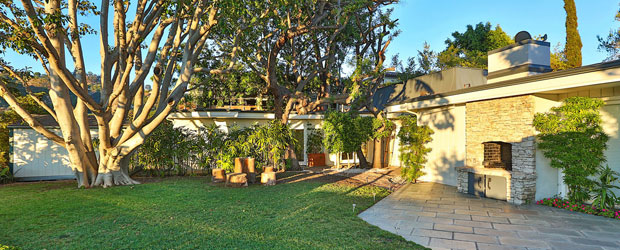 Elvis-Presley's-Beverly-Hills-home