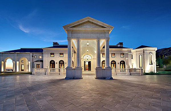 Don abbey 39 s two luxury estates on sale for 78 million for Big estates for sale