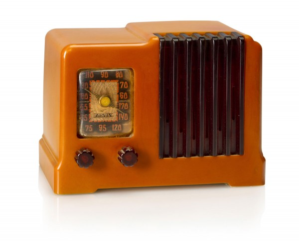 An Arvin 532. 1938 Yellow case with tortoise knobs and grille.