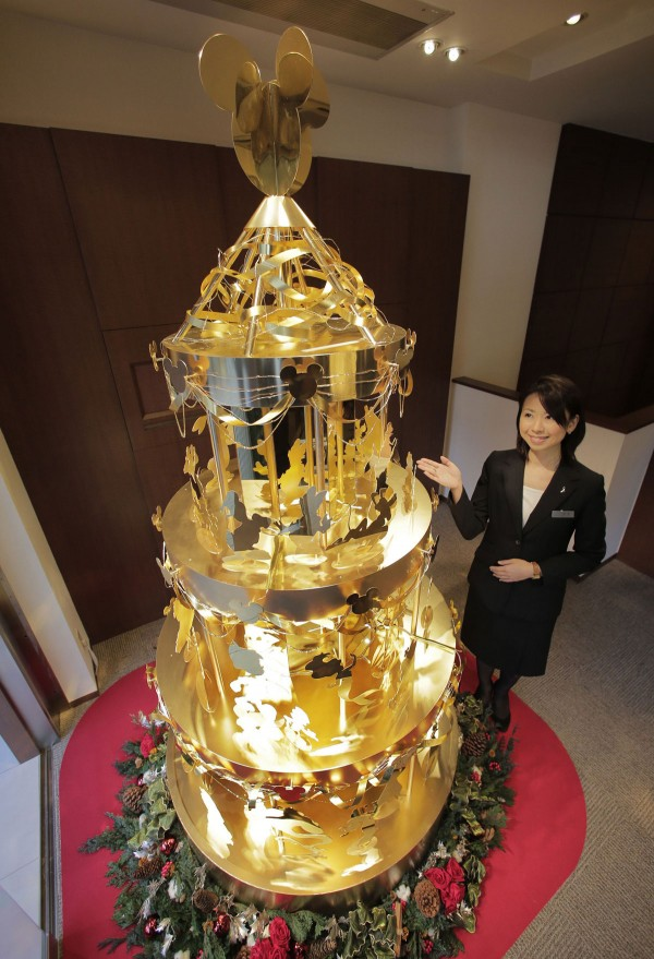 Ginza Tanaka unveiled the worlds most expensive $4.2 million pure gold revolving Christmas tree made of Disney characters.