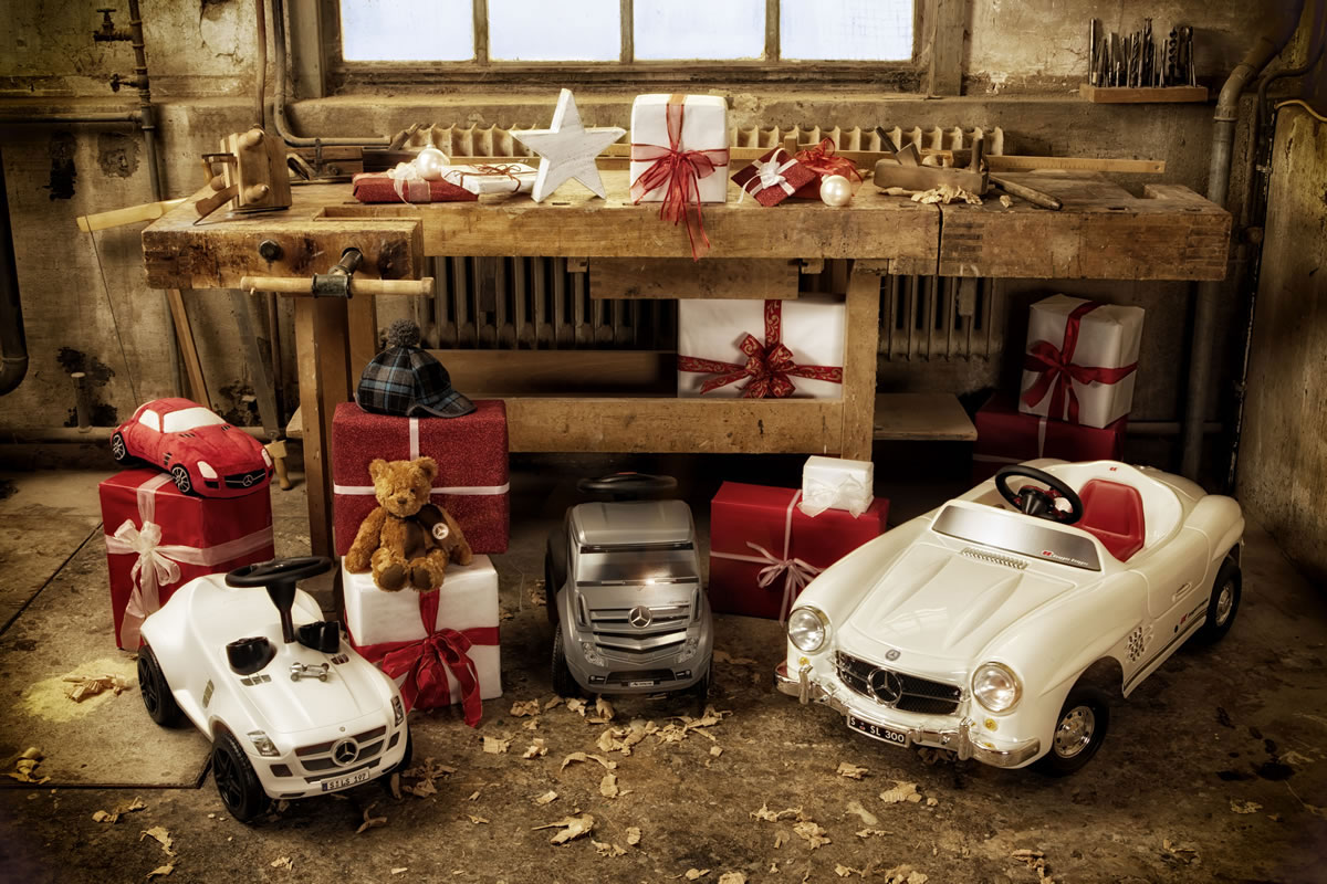 Christmas stars 2012 luxury christmas gift by mercedes for Mercedes benz gifts
