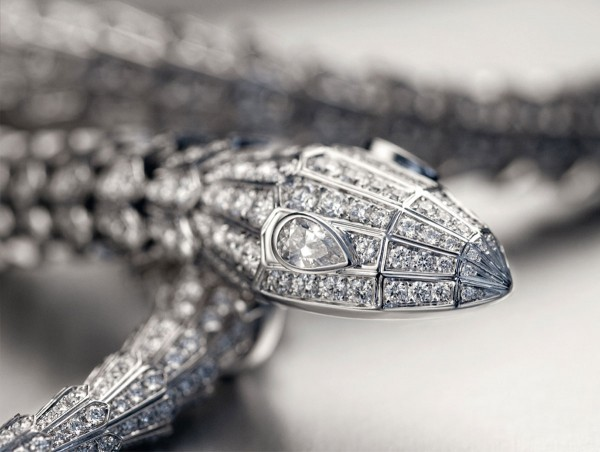 Bulgari Serpenti necklace in white gold and diamonds
