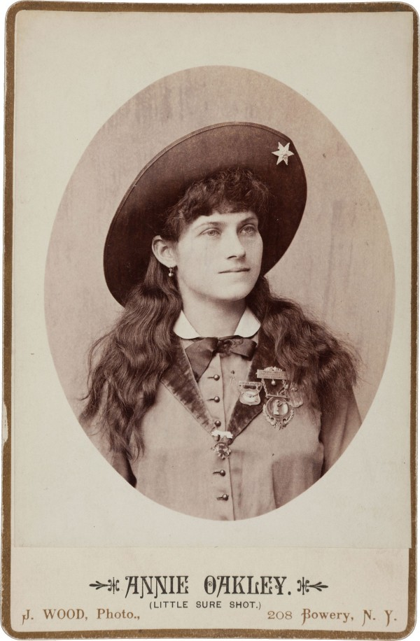 1887 cabinet photo of Annie Oakley, expected to bring $2,000+