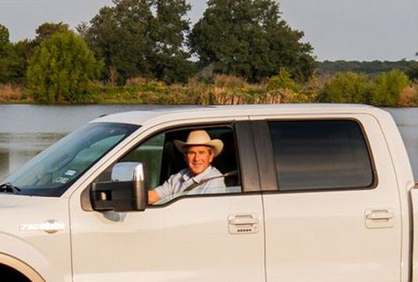 President George W. Bush in Ford F-150 King Ranch 4X4