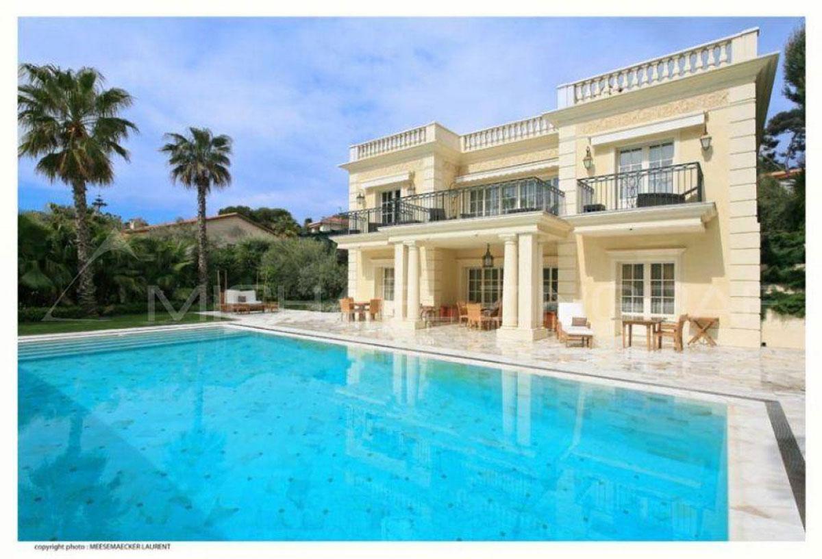 Luxury villa in the heart of saint jean cap ferrat on sale for Villas with swimming pool