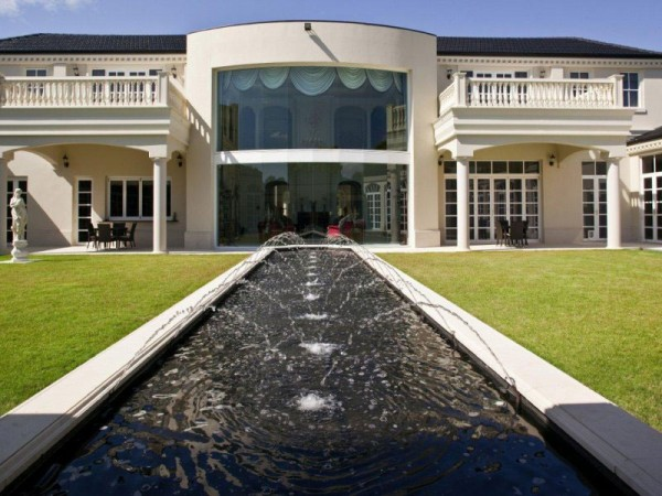Luxury Estate With Stables and Caretakers Cottage in Queensland