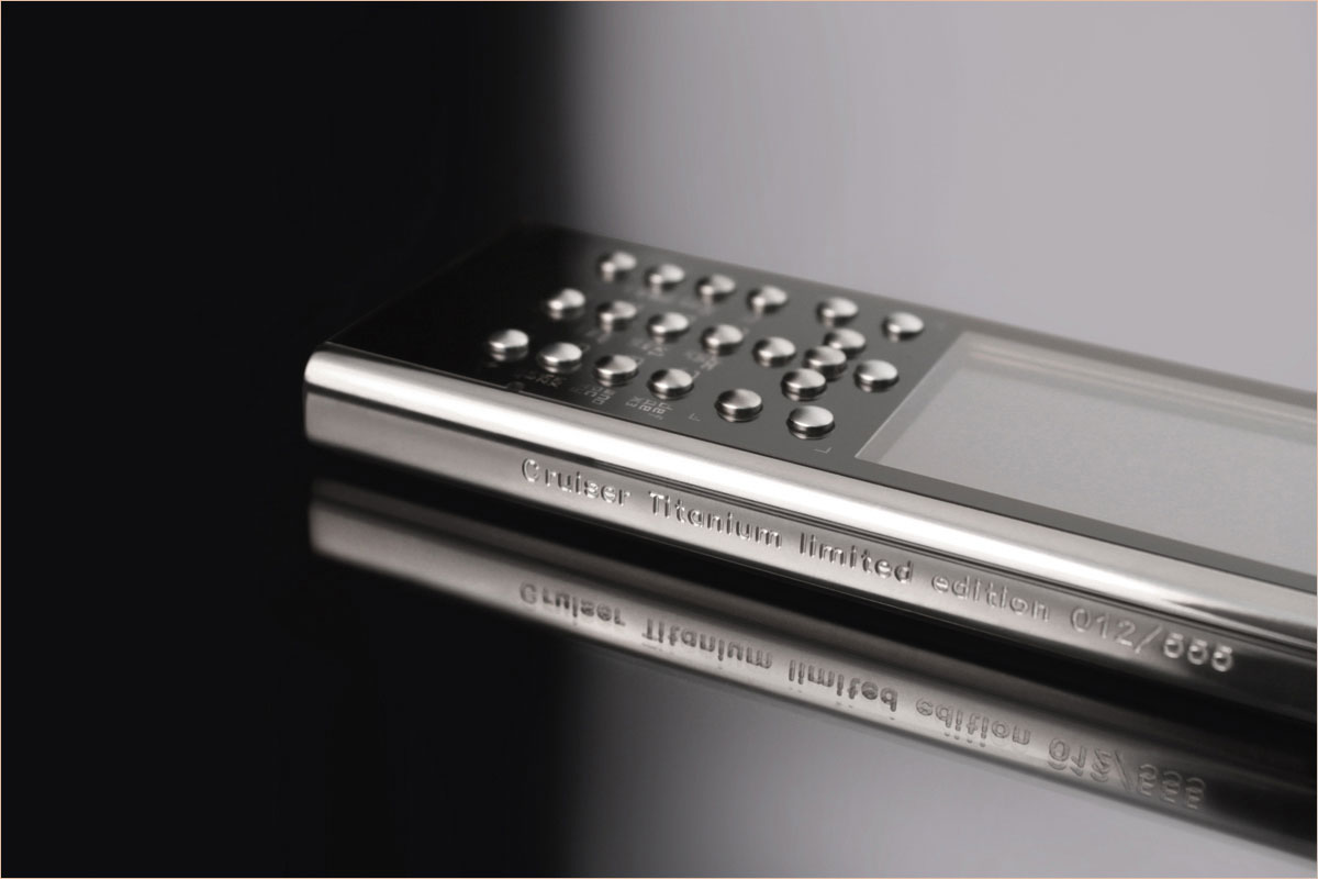Gresso Cruiser Titanium – World's First Polished Titanium Mobile Phone