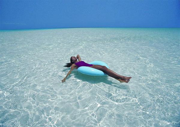 Ocean Club Resort on Grace Bay Beach on Provo in the Turks